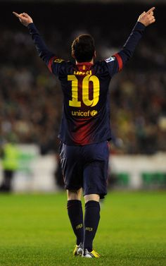 Messi breaks Gerd Müller's 40-year-old record scoring his 86th goal in a calendar year | Liga 2012/13, 15th round | R. Betis 1 - 2 FC Barcelona.