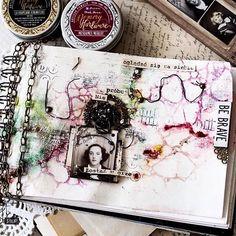 The Artisan powders look so amazing on this! #Repost @agabaraniak  ・・・  Lepiej nie oglądaj się za siebie...#journal#journalpage#journaling #journalpages #journalinglife#vintagelove #vintagestyle #memoryhardware #timholtz #ideaology @retrokraftshop #memoryhardware #primamarketing