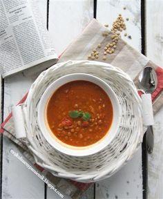 Bernika - mój kulinarny pamiętnik: Zupa pomidorowa z soczewicą i masłem orzechowym