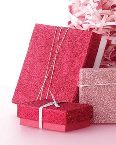 Impress friends and family with gifts dressed up in thoughtful holiday gift boxes. These handmade packaging ideas not only offer a beautiful presentation, they'll be cherished long after Christmas is over.