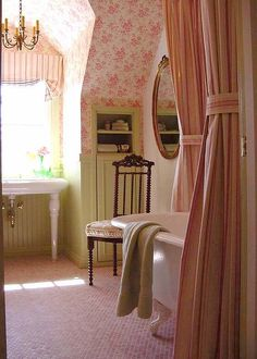 Shabby Chic Pink Paint Styles and Decors to Apply in Your Home – Shabby Chic Home Interiors Cottage Bath, Rose Cottage, Cottage Living, Vintage Bathrooms, Kid Bathrooms, Bathroom Interior Design, Interior Decorating, Beautiful Bathrooms, Decoration