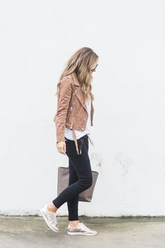 merrick's ART How To Style Jogger Pants For Daytime #blackpants #whiteshirt #leatherjacket #brownjacket #metallicshoes #shoes #greybag #bag