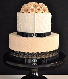 Vintage style wedding cake   This actually looks pretty and tasty.  Just say no to Fondant!