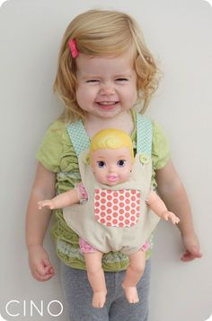 This baby doll carrier pattern is adorable. We have a doll carrier, but it's too small to really be useable. Bitty Baby, Sewing Tutorials, Sewing Crafts, Sewing Projects, Sewing Patterns, Sewing Toys, Sewing For Kids, Baby Sewing, Diy For Kids
