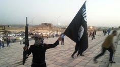 Die US-amerikanischen und saudischen Sicherheitskräfte haben sich darauf geeinigt, den IS-Terrormilizen und ihren Familien einen sicheren Rückzugsweg aus der irakischen Stadt Mossul vor Beginn der Erstürmung freizugeben, gab RIA Novosti bekannt. Dabei sollen mehr als 9.000 Kämpfer in östliche Gebiete Syriens verlegt werden, damit sie die von syrischen Streitkräften besetzten Städte Deir ez-Zor und Palmyra zurückerobern. Präsident Barack Obama habe die Operation bereits im Oktober genehmigt.