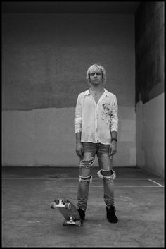 From his performances on Austin and Ally and Teen Beach Movie to touring with his pop band Ross Lynch is now set to make his break here in the UK. We chat about his new role in My Friend Dahmer and summer band tours and his go to Starbucks order.