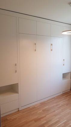 Varázslatos, szekrénybe rejthető ágyak a gyártótól: egy mozdulat a nappaliból háló lesz:-több méretben, színbem formában és kialakításban rendelhető. Divider, Room, Furniture, Home Decor, Home Furnishings, Interior Design, Home Interiors, Decoration Home, Tropical Furniture