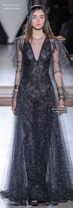 of the most creative and alluring couture fashions for Fall from designers that participate in Paris and Rome Fashion Week. Elegant Dresses, Beautiful Dresses, Nice Dresses, Maxi Dresses, Rome Fashion, Runway Fashion, White Fashion, Unique Fashion, Julien Fournié
