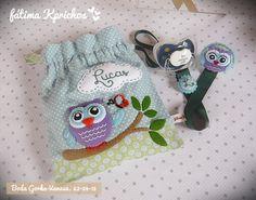 fatimakprichos: Chupeteros para una boda - 2ª parte Felt Owls, Dummy Clips, Crochet Hats, Baby Shower, Sewing, Fabric, Feltro, Pacifiers, Toddler Dress