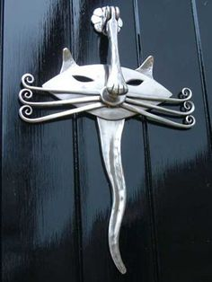 Cat door knocker - forged stainless steel - every cat house should have smart knockers ! Door Knockers Unique, Door Knobs And Knockers, Cool Doors, Unique Doors, Door Detail, Door Accessories, Door Furniture, Blacksmithing, Windows And Doors