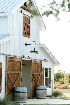 Five Oaks Farm is a wedding venue from Cleburne, Texas. We service weddings and receptions throughout the local area including Cleburne, Fort Worth, and Dallas. Five Oaks Farm is a professional wedding venue that has been part of the Cleburne, Texas Horse Barn Plans, Barn House Plans, Metal Horse Barns, Modern Farmhouse Decor, Farmhouse Style, Cabana, Horse Barn Designs, Barn Loft, Barn Shop