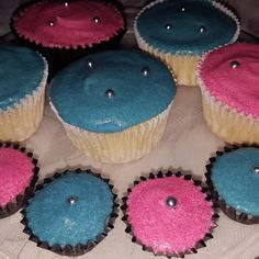 Bubblegum cupcakes and frosting🍬 ❤ Gourmet Cupcakes, Bubble Gum, Childhood Memories, Frosting, Delish, Baking, Desserts, Pink, Blue