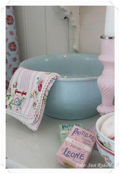 Pastel bathroom pretties
