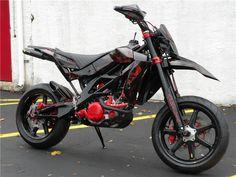 Yamaha WR450 Supermoto Ktm Dirt Bikes, Cool Dirt Bikes, Dirt Bike Helmets, Motorcycle Dirt Bike, Moto Bike, Motard Bikes, Motard Sexy, Motorcross Bike, Stunt Bike