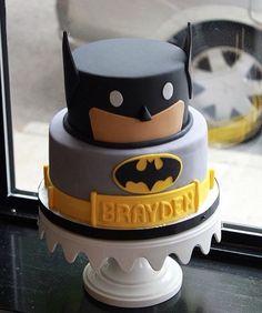 Para os meninos fãs do Batman olha que lindo esse bolo! Imagem do Pinterest! #Batman #cakedesigner #bolodecorado #ideas #inspiraçao #cake #instaparty #partyideas