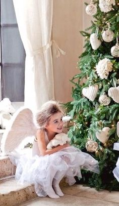 Christmas Colors, White Christmas, Christmas Home, Merry Christmas, Flower Fashion, Animal Jewelry, Christmas Angels, Pretty Little, Comme
