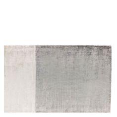 Designers Guild- Aronson Matta. Den här mattan skulle passa perfekt in hos mig mot min stora mörklila matta i vardagsrummet, det är härligt med vackra mattor mm. :)