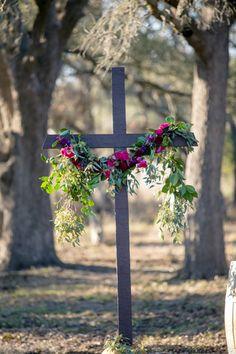 simple outdoor ceremony cross | The Nichols
