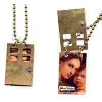 Filename=hidden_necklace.jpg  Filesize=109KiB  Dimensions=640x640  Date added=Aug 11, 2009