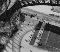 Andre Kertesz - Under the Eiffel Tower, 1929 / Silver Gelatin Print - x 4 Minimalist Photography, Urban Photography, Color Photography, Street Photography, Photography Photos, Andre Kertesz, Henri Cartier Bresson, Tour Eiffel, Dada Movement