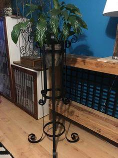 Vase stand - matt black finish