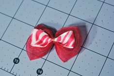 Cold Hands Warm Heart: Perfect Dog Bows (Tip from a Professional Dog Groomer) Dog Hair Bows, Dog Bows, Poodle Grooming, Pet Grooming, Dog Travel Carrier, Dog Food Comparison Chart, Dog Tuxedo, Dog Hotel, Animal Projects