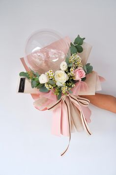 Bouquet Wrap, Hand Tied Bouquet, Balloon Flowers, Balloon Bouquet, Balloon Arrangements, Flower Arrangements, Box Wedding Invitations, Flower Box Gift, Candle Making Business