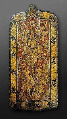 Pavise (Fußkampfschild), deutsch, 15. Jahr. (Deutsches Historisches Museum, Berlin) -- Holz mit Leder und Leinwand überzogen, auf Kreidegrund bemalt: Diestelblattwerk.