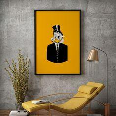 $krue McDuck best kjent som onkel Skrue da han er Donald Ducks onkel er i Disney-kontinentet er han verdens rikeste and. Store deler av formuen sin har han samlet og oppbevarer som kontanter i en enorm pengebinge fordi bankhvelvene fløt over da han prøvde å sette inn formuen sin der. Skrue forsøker alltid å være hardere enn de harde og tøffere enn de tøffe men å gjøre alt på ærlig vis. Vi jobber med nye motiver og ny profil følg med på Gallerome.no!