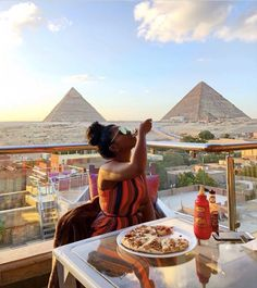 15 Black Women Enjoying Unique Food Adventures Around The World Vacation Mood, Vacation Spots, Greece Vacation, Vacation Places, Bougie Black Girl, Foto Casual, Destination Voyage, Travel Aesthetic, Travel Goals