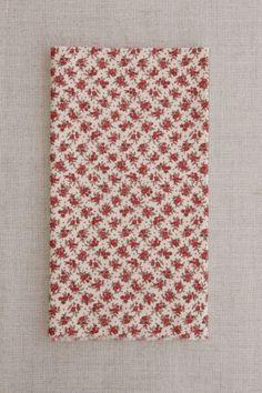 NS057 fundo bege flor vinho - As cores dos produtos podem sofrer pequenas variações em função do monitor. - produtos com este tecido: https://www.facebook.com/photo.php?fbid=299985253500244&set=pb.268537659978337.-2207520000.1402081997.&type=3&theater