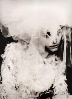 Photoshoot for Vera Wang Paolo Roversi High Fashion Photography, Glamour Photography, Editorial Photography, Portrait Photography, Lifestyle Photography, Uk Lifestyle, Paolo Roversi, Jean Paul Goude, Arte Yin Yang