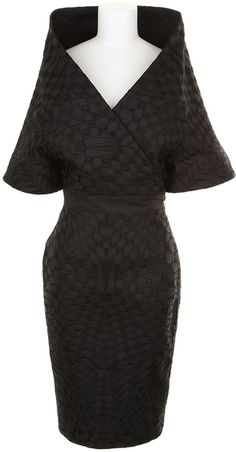 GARETH PUGH. Kimono dress in silk and polyester, embroidered with a tonal geometric pattern. Crossed neckline, short sleeves. Fitted waistline. Wrap-around pencil skirt with side zipper.
