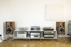 Vintage Stereo - Home Technology Ideas Home Audio Speakers, Hifi Audio, Home Theater Setup, Home Theater Seating, Audio Rack, Tv Stand Console, Van Design, Shelf Furniture, Audio Design