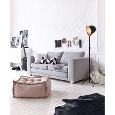 anz klar: So sieht dänisches Design aus - genau wie dieses Schlafsofa. Qualitativ hochwertiger 2-Sitzer mit abnehmbarem hellgrauem Bezug. .
