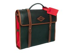 This men's bag is inspired by the toolkits of the 1920s.