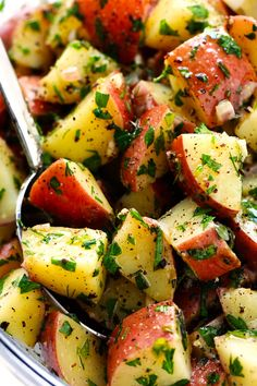 FRENCH POTATO SALADThis French Potato Salad recipe is made with lots of fresh herbs, quick lemon garlic salad dressing and zero mayo! Potato Dishes, Potato Recipes, Veggie Recipes, Salad Recipes, Vegetarian Recipes, Cooking Recipes, Healthy Recipes, Vegan Vegetarian, Protein Recipes