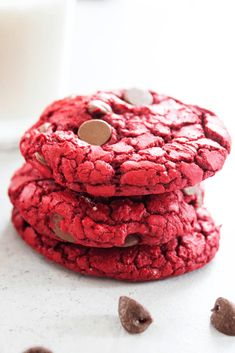 Red Velvet Cake Mix Cookies RED VELVET CAKE MIX COOKIES Easy and made with only with 4 ingredients these cookies are insanely delicious. Source by foodcharlatan Best Dessert Recipes, Fun Desserts, Holiday Recipes, Cookie Recipes, Delicious Desserts, Delicious Cookies, Bar Recipes, Steak Recipes, Recipes Dinner