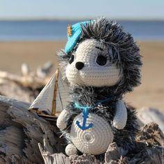 Make the toy beautiful eyes with eyelids and cilia Crochet Stitches, Crochet Patterns, Needle Felting Tutorials, Amigurumi Toys, Stuffed Animal Patterns, Doll Toys, Crochet Toys, Crochet Projects, Lana