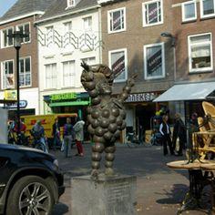 Else Ringnalda Ontstaan1993 Materiaalbrons LocatieGroenmarkt Kunstwerken in de gemeente Tiel