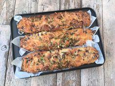 Lavkarbo focacciabrød med sprø topping av løk og ost. Lchf, Keto, Zucchini, Sausage, Food And Drink, Turkey, Low Carb, Meals, Chicken