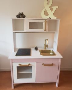 Fantastic Free of Charge Re-style ikea kitchen # pimping Suggestions An Ikea youngsters' space remains to fascinate the kids, because they are provided far more than Ikea Kids Kitchen, Diy Play Kitchen, Cheap Kitchen Makeover, Ikea Duktig, Childrens Kitchens, Ikea Nursery, Kids Cafe, Kids Room Furniture, Entertainment Center Kitchen