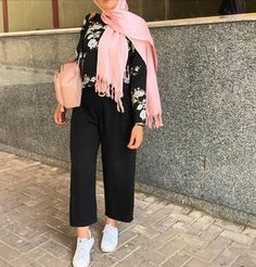 Update Your Look With These Simple Fashion Tips – Designer Fashion Tips Hijab Fashion Summer, Modest Fashion Hijab, Modern Hijab Fashion, Casual Hijab Outfit, Hijab Fashion Inspiration, Business Casual Outfits, Muslim Fashion, Fashion Outfits, Hijab Look