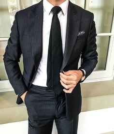 Monday elegance. 👔🌐  Follow: @accouncelor 🔙🔙🔙  .  .  .  .  .  #suitup #dandy #dandystyle #dressforsuccess #mensfashionreview #mensfashionreport #mfrmagazine #gqstylehunt #styleiswhat #menwithstyle #guyswithstyle #mensfashions #mensfashionstyle #mensfashiontips #menslook #menslookbook #mens #madetomeasure #bestdressed #menstyleguide #modernmen #simplydapper #styleformen #dapperlydone #themanity #menwith #suitandtie #accouncelor 📷: @artworth_brothers