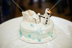 Eric Andrei olaf cake # cake #white Olaf Cake, White Flowers, Party Themes, Desserts, Food, Tailgate Desserts, Deserts, Essen, Postres