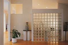 Ideia para a parede transparente. Glass blocks used anywhere are beautiful. As indoor features they are stunning! Wall Partition Design, Wall Design, House Design, Glass Partition Wall, Glass Room Divider, Glass Blocks Wall, Block Wall, Wall Behind Bed, Fake Walls