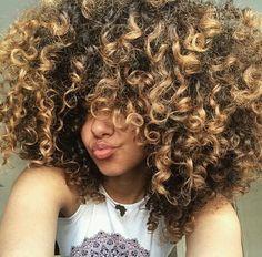 So many curls!