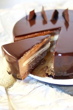 Chloe Delight: The Carrack {Dessert chocolate, vanilla, praline} Fancy Desserts, Just Desserts, Delicious Desserts, Sweet Recipes, Cake Recipes, Dessert Recipes, Food Cakes, Cupcake Cakes, Think Food