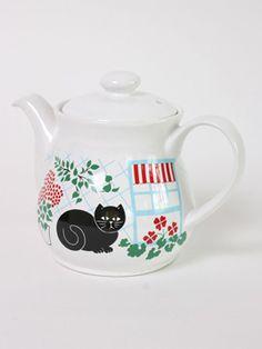 Garden Cat Teapot: A wonderfully 80s fat black cat in the garden teapot.