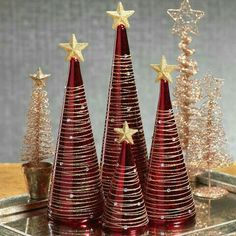 The tree has excellent needle retention together with a great smell. If you create your own cone trees, I would like to Stunning Red and Gold Christmas Trees to Welcome Winter 17 superbes arbres de Noël rouge et or pour accueillir l'hiverOne Red And Gold Christmas Tree, Gold Christmas Decorations, Cone Christmas Trees, Christmas Holidays, Cone Trees, Vintage Christmas, Christmas Table Centerpieces, Christmas Tree Crafts, Elegant Christmas